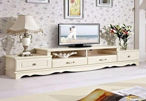 Tại sao nên chọn kệ tủ tivi gỗ tự nhiên cho nội thất gia đình