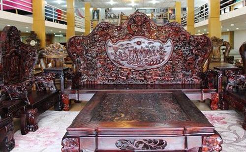 Đại gia Hà Nội chi 13 tỷ sắm bộ bàn ghế độc Cửu Long Bát Tiên