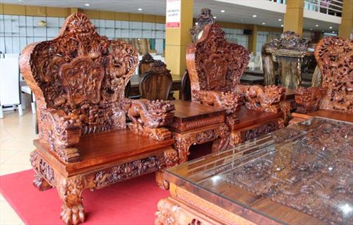 Bộ bàn ghế chạm Rồng bằng gỗ Cẩm Lai có một không hai