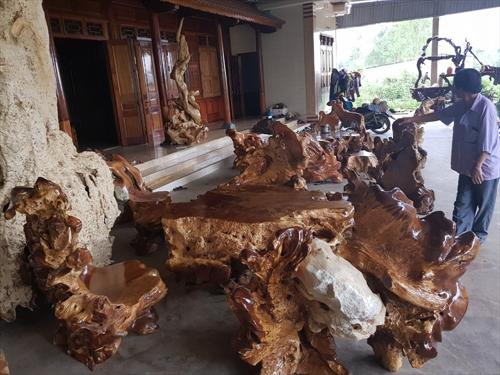 Cùng chiêm ngưỡng những bộ bàn ghế nu lũa, bàn đá tự nhiên tiền tỷ