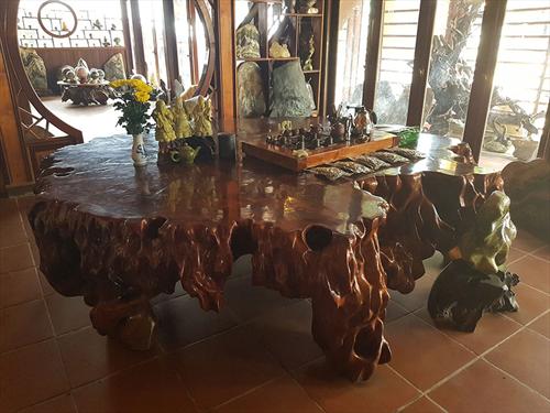 Bàn ghế gỗ nguyên khối và những điều chưa biết