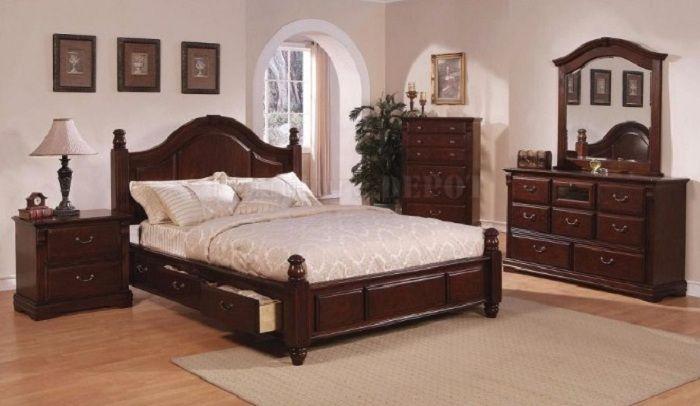 Giường ngủ được làm từ gỗ xoan chắc chắn và đẹp
