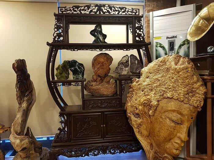 Tượng quan âm bồ tát được đặt vị trí tại phòng khách